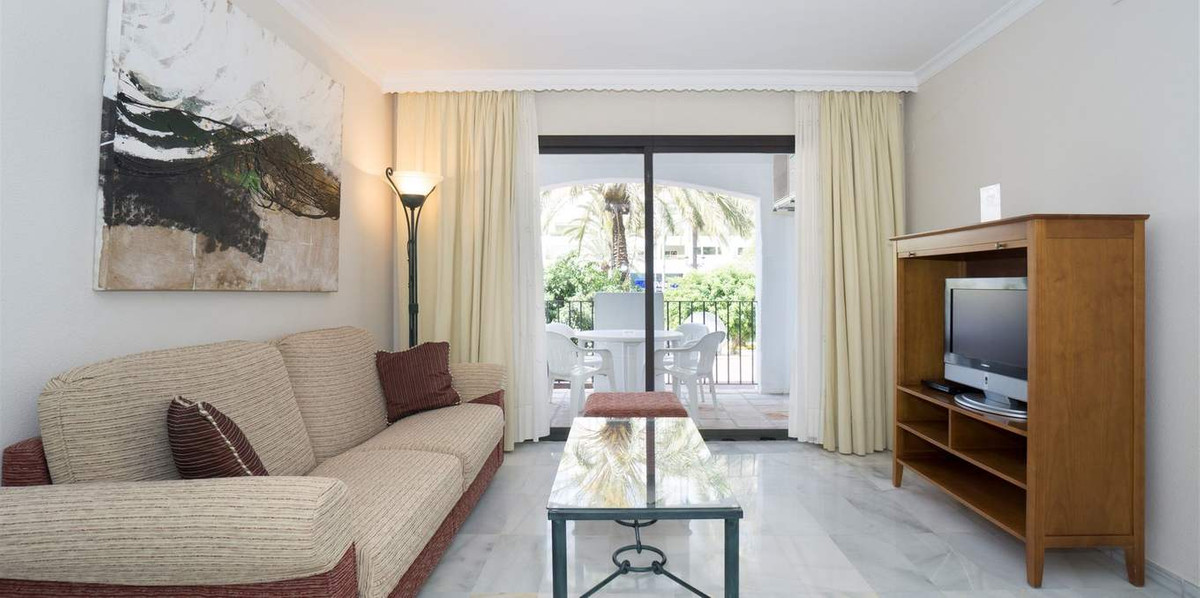Outstanding apartment in one of the best residencial complex in Marbella. The large terrace offers p, Spain