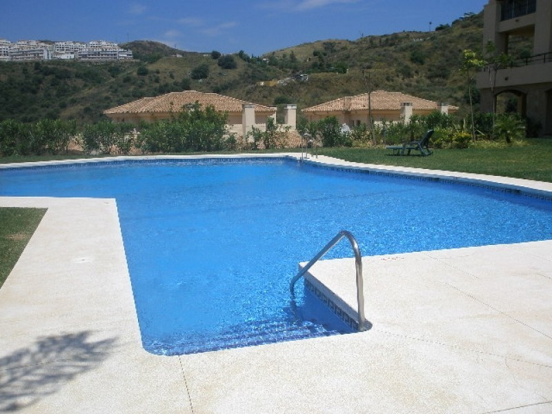 Luxury Ground Floor apartment for sale located in a quiet community surrounded by greenery with 4 sw,Spain