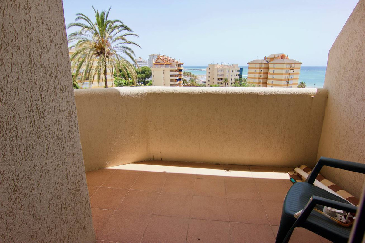 Middle Floor Studio, Benalmadena Costa, Costa del Sol. Built 32 m², Terrace 5 m².  Setting : Commerc, Spain
