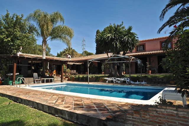 For sale a 4 bedrooms, 4 bathrooms, 3 living rooms villa in Marbella area. conditioned air, jacuzzi,,Spain