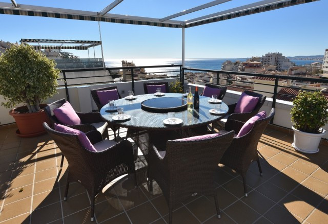 This penthouse is without exaggeration certainly very unique! The very well kept apartment comprises, Spain