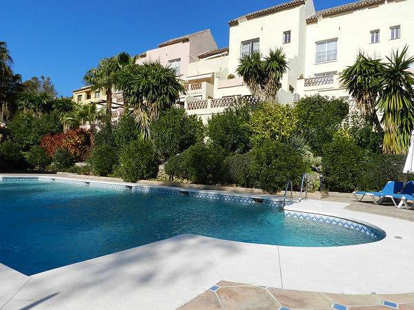 REDUCED FOR QUICK SALE -  Fantastic two bedroom apartment located in a peaceful gated complex in Nue,Spain