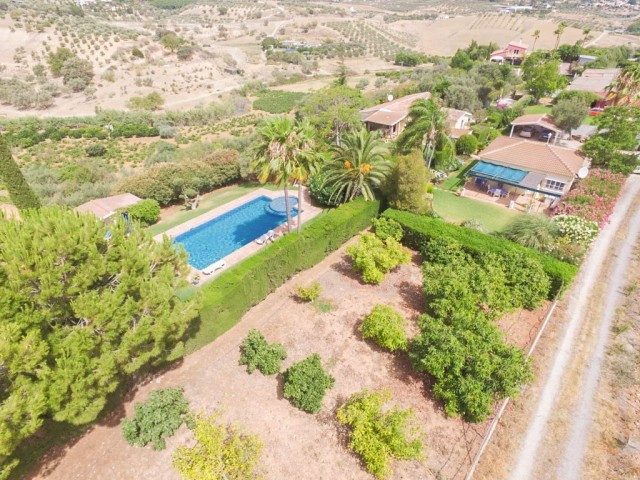 RECENT REDUCTION FROM 699.000€ TO 580.000€!!  A beautiful, well-maintained, characterful Finca which,Spain