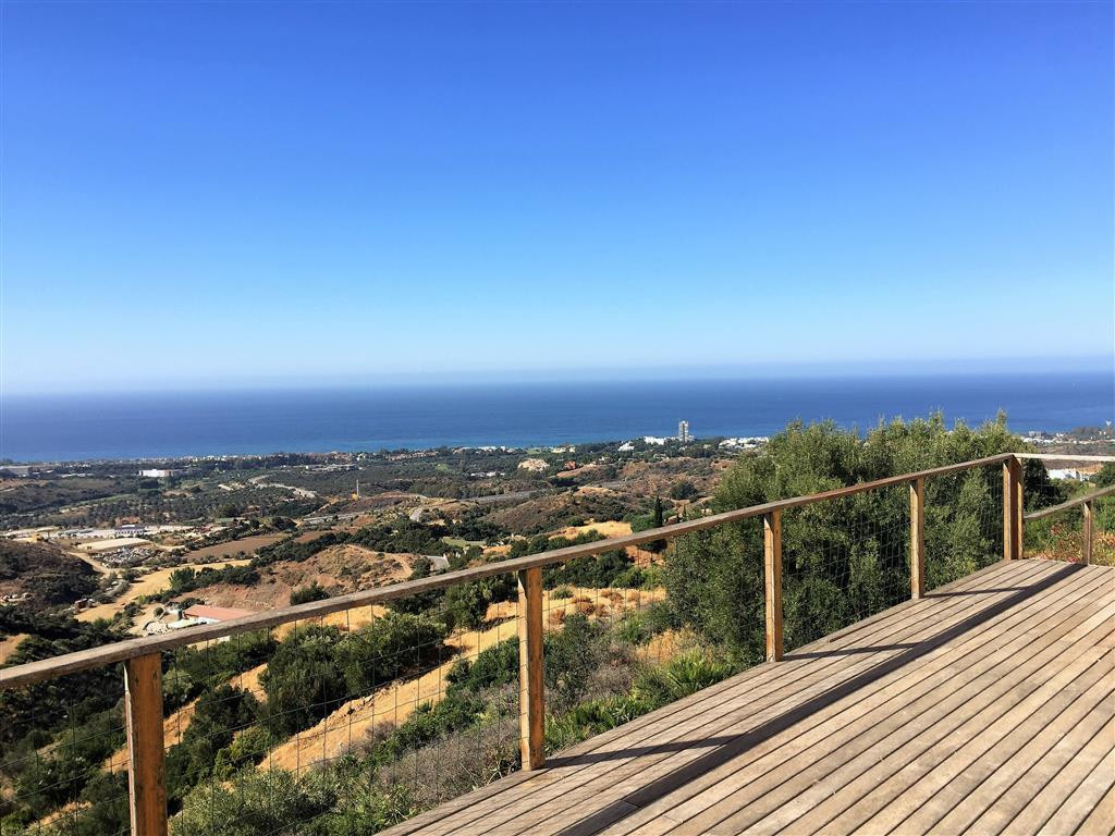 Located in the guarded urbanization of Altos de Los Monteros, this duplex apartment it is an opportu,Spain