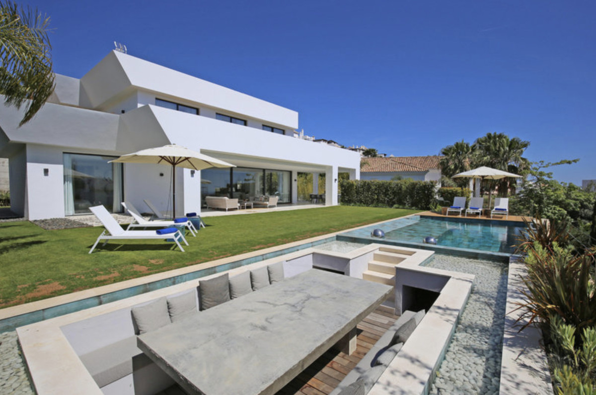 LA ALQUERIA. This spectacular villa has just been finished to the highest standards. Set in this ver, Spain