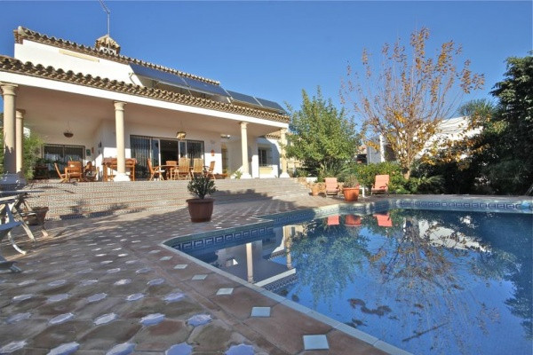 RENTED.  Detached Villa, El Paraiso, Costa del Sol. 4 Bedrooms, 3 Bathrooms, Built 350 m², Terrace 1, Spain
