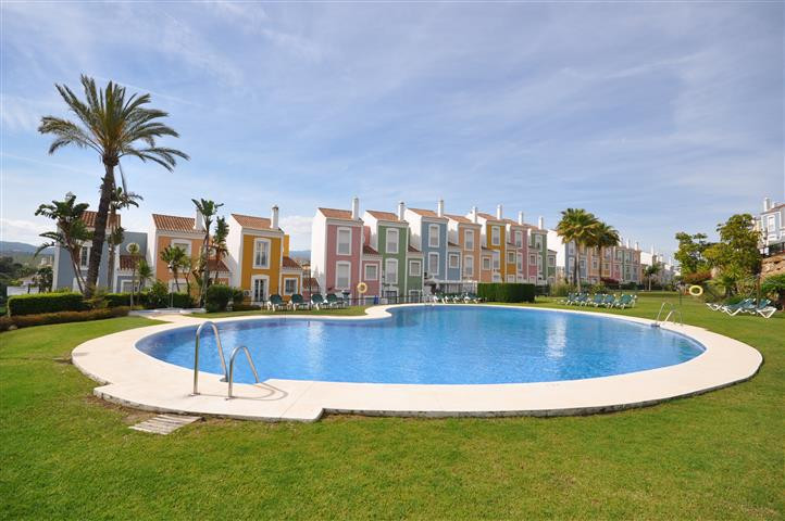 Beautiful townhouse, built with high quality materials and completely fitted.   Located in a quiet u,Spain