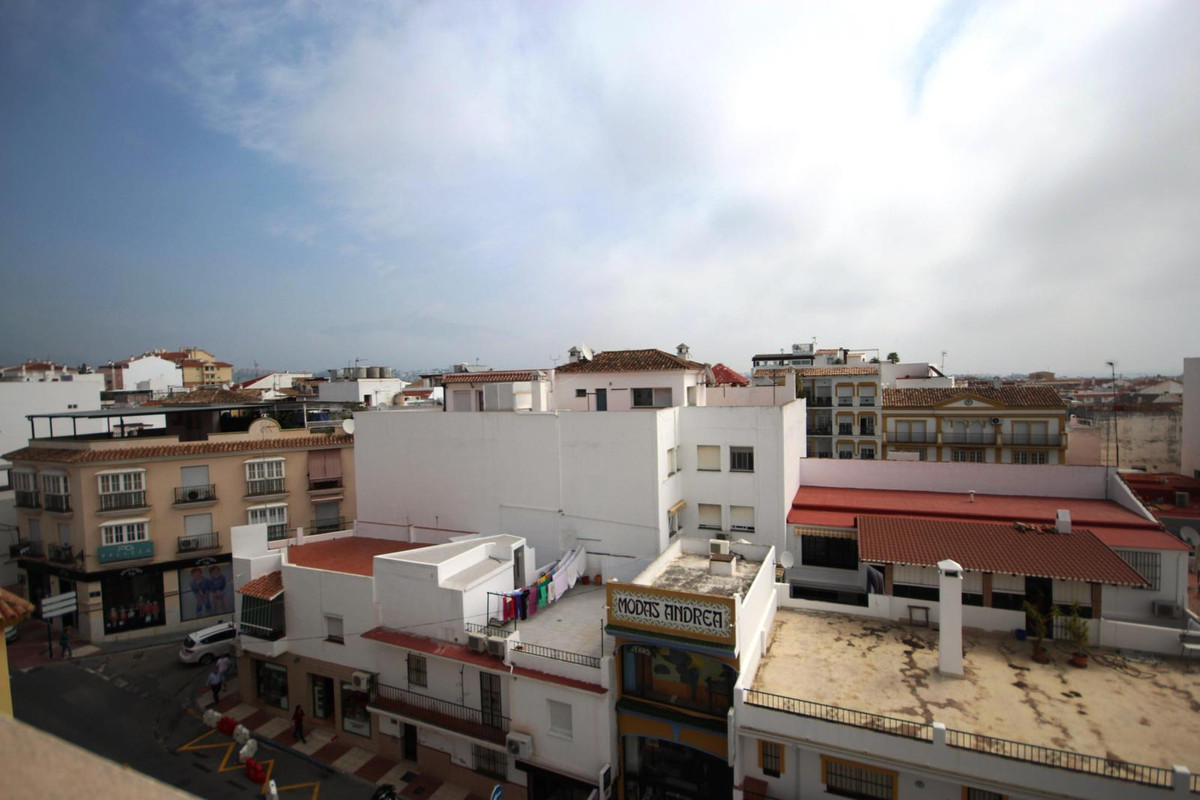 4 bedroom apartment in a commercial area  Apartment in the center of San Pedro, in a commercial area, Spain