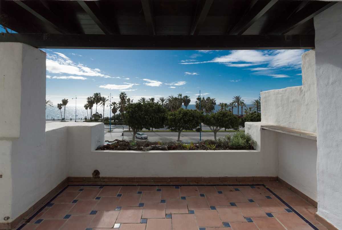 Amazing, first line beach 3 bedroom apartment with open views, situated in one of the best urbanizat,Spain