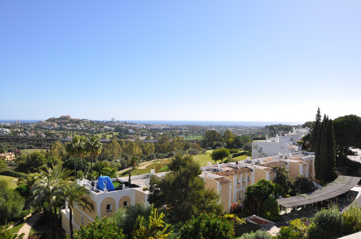 Luxurious apartment for sale in La Quinta Suites, Benahavis, Costa del Sol. La Quinta Suites is a sm, Spain