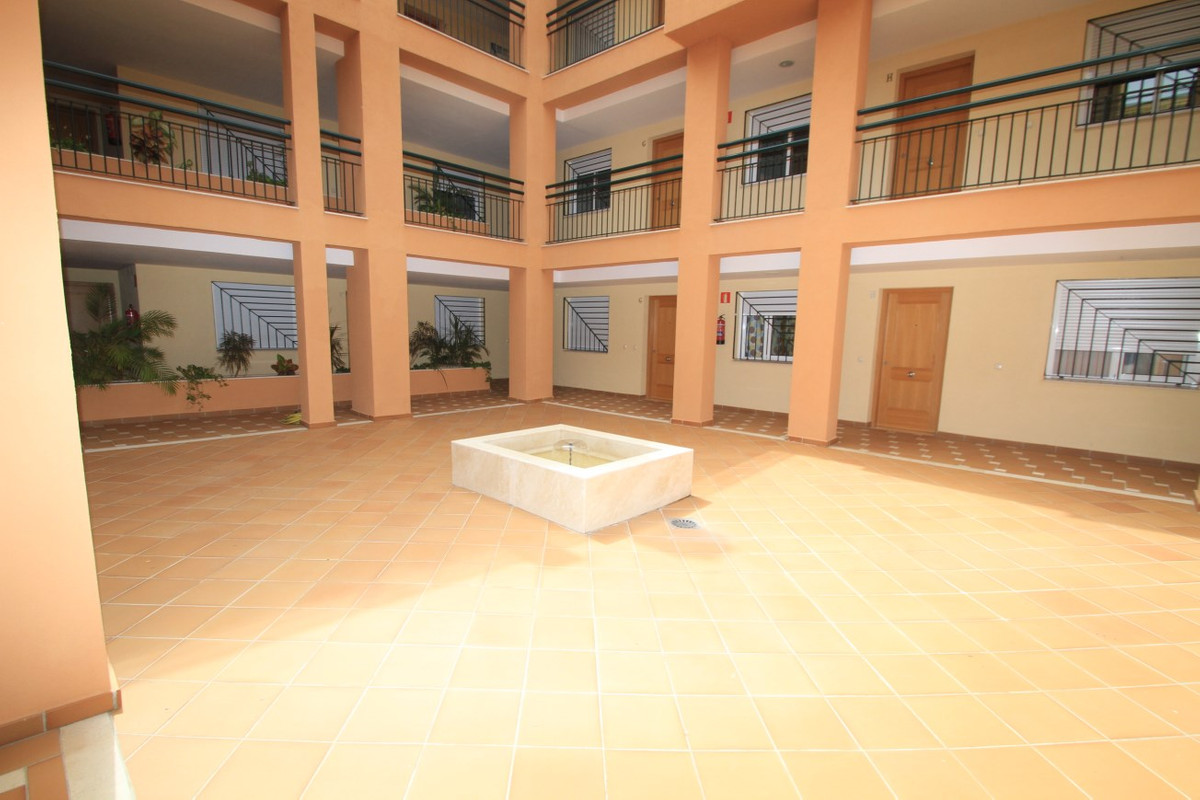 One bedroom apartment. Very bright, living room with fitted kitchen, air conditioning. Bathroom Floa,Spain