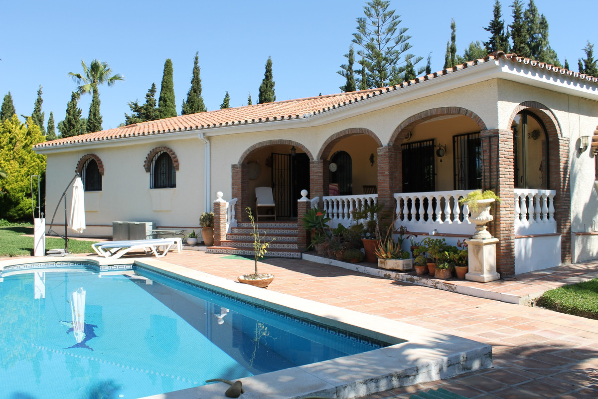 Lovely villa on one level in the beautiful El Chaparral area, close to El Chaparral Golf course. Sou,Spain