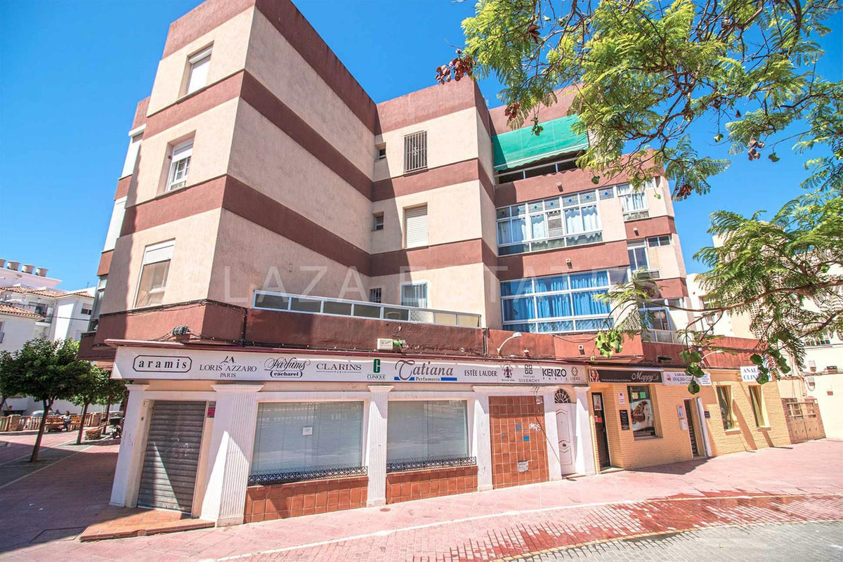 Central apartment for sale in Nerja next to schools, urban transport, shops, restaurants and 5 minut, Spain