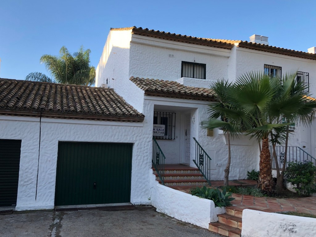 Spacious two bedroom, two bathroom townhouse with large corner garden located with easy walking dist, Spain
