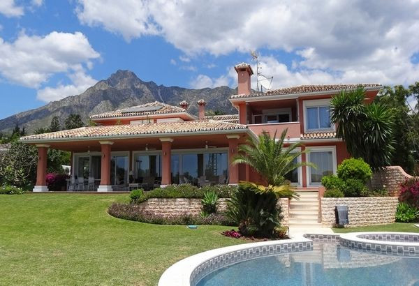 A beautifully presented and unique villa, located in one of the most prestigious addresses in Marbel,Spain