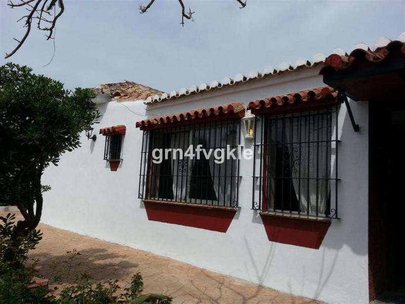 JUST REDUCED FROM 325000 - QUICK SALE -LAST PRICE - OPPORTUNITY 3 BEDROOM VILLA A 3 MN OF THE BEACH ,Spain