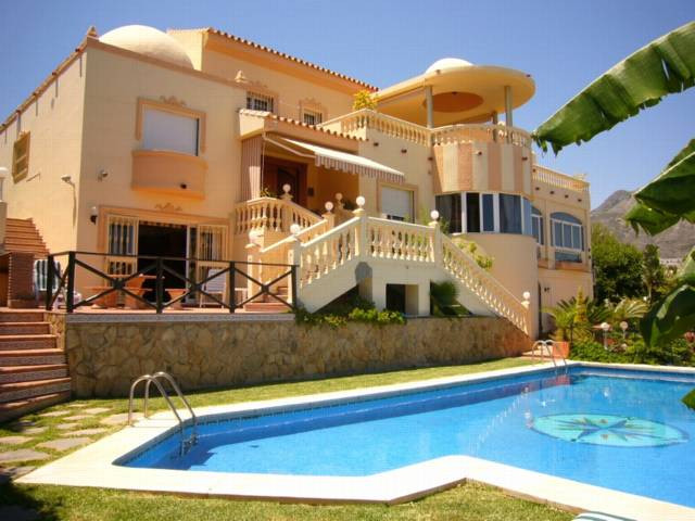 Villa,  Exceptional,  Furnished: Optional,  Fitted Kitchen,  Parking: Ample Garage,  Pool: Private, ,Spain