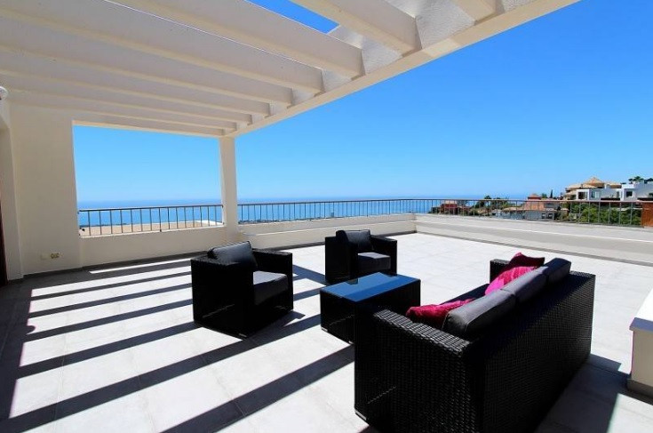 Immaculate top floor with exceptionally spacious living areas and panoramic coastal views, located i, Spain