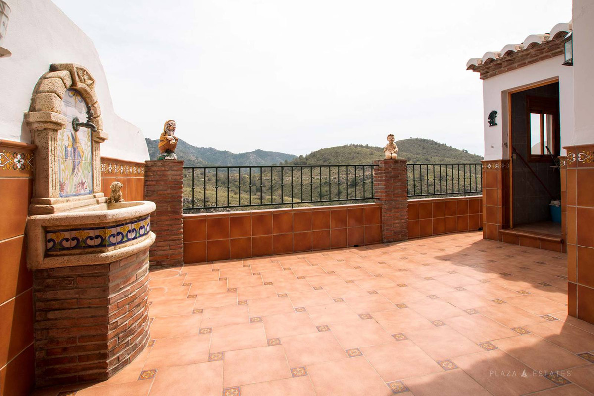 Nice apartment for sale in Frigiliana, nearby all in the village. This apartment has a spectacular v, Spain