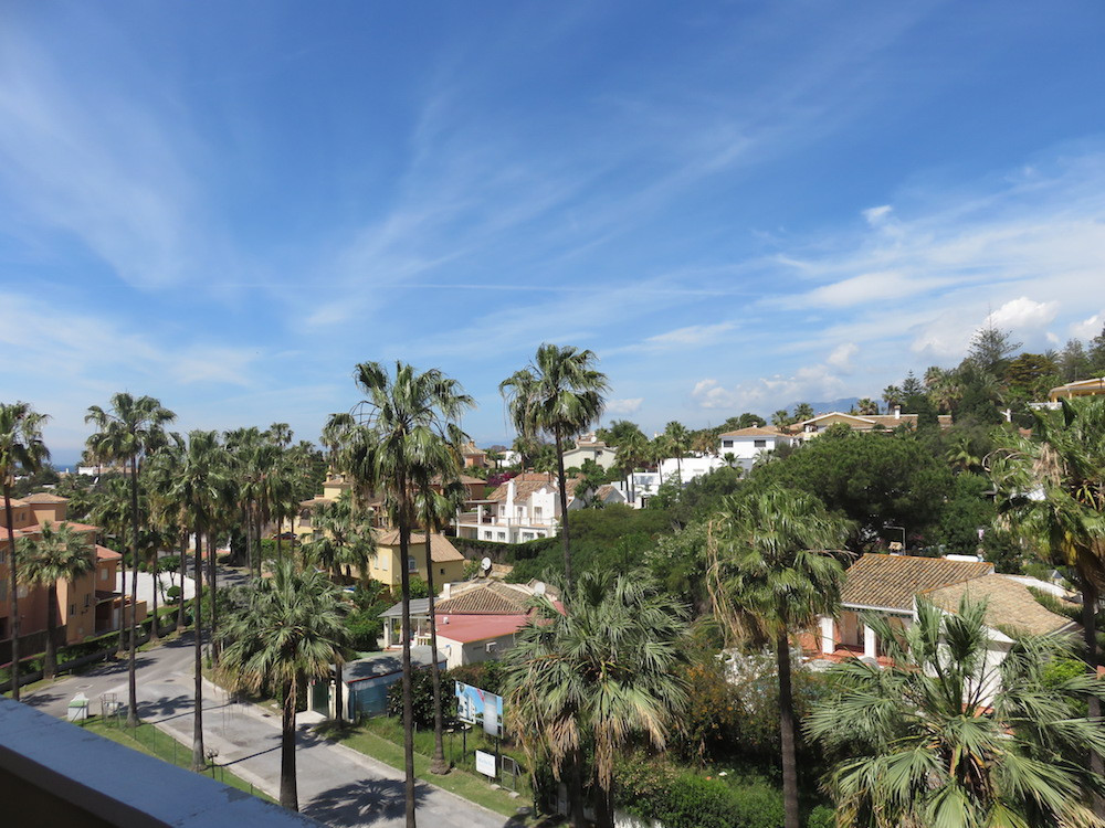 Locationin CARIB PLAYA! 3 bedroom apartment walking distance to Marbella´s beach and port of Cabopin,Spain