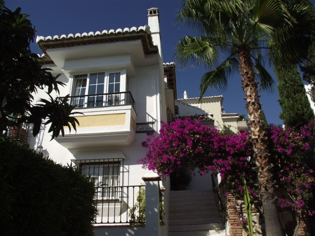 Originally listed for 199.000 €  recently reduced to 190.000 €., excellent 2 bedroom townhouse that ,Spain