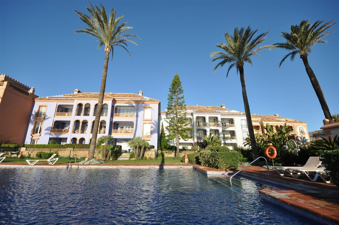 LUXURY FRONT LINE BEACH EXCLUSIVE APARTMENT, on first floor and situated in the fantastic complex La,Spain