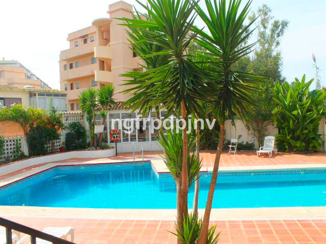 Below ground level apartment in the centre of Arroyo de la miel, 7 minutes walk to the train station, Spain