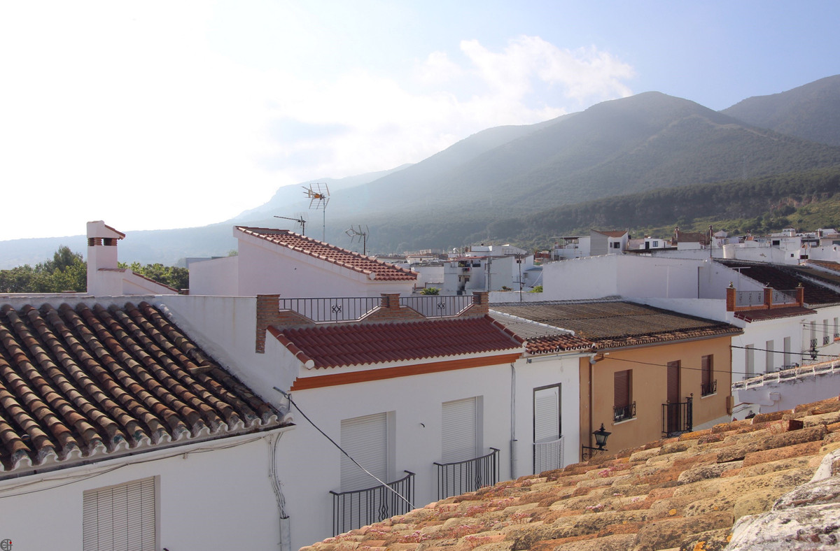 Beautiful unique townhouse in Alhaurin el Grande.  The inside of this lovely house has been complete,Spain