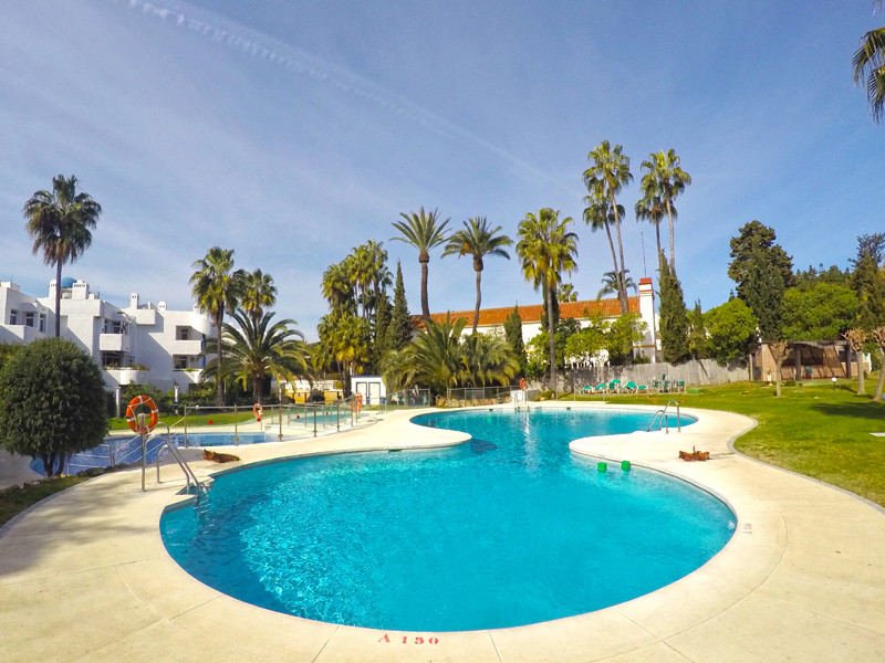 Situated in the always popular El Campanario apart-hotel complex in lower Calahonda, this spacious a,Spain