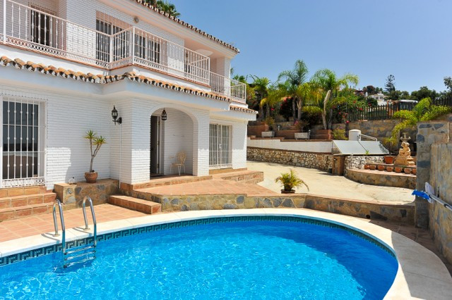 Originally listed for 650,000€ and recently reduced to 545,000€.   An excellent villa situated in a ,Spain