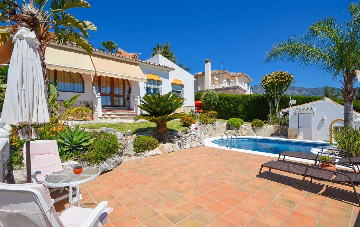 Nice Villa on one floor situated only 1,7km to the train Station of Fuengirola centre and walking di, Spain