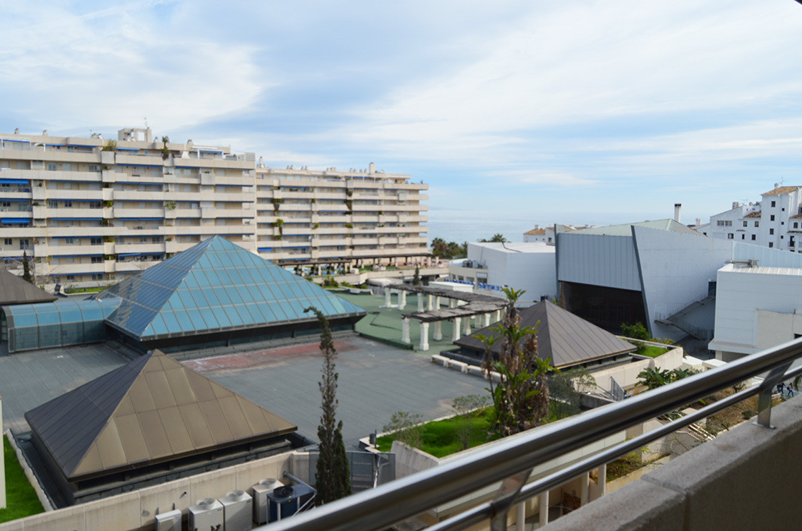 Reservado  Beautiful apartment located in the heart of Puerto Banus next to El Corte Ingles in a buiSpain