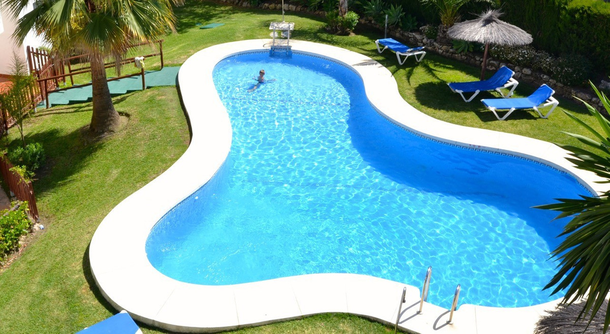 Fantastic apartment in a private urbanization with swimming pools and gardens in Bel Air, near the g,Spain