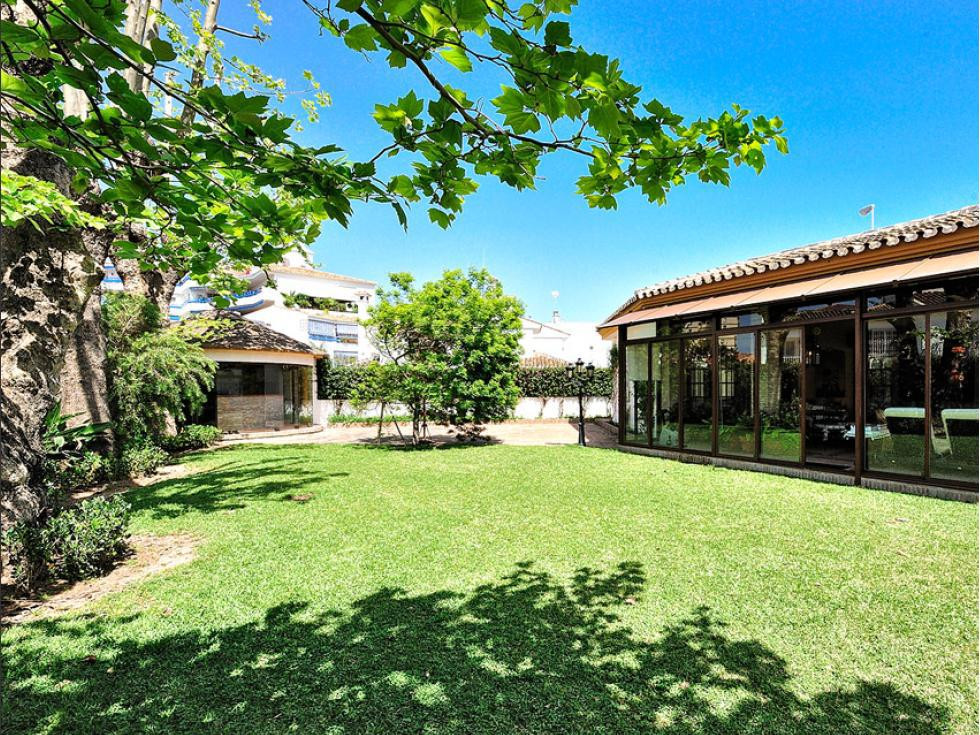 LUXURIOUS VILLA with large plot of 1,079 m2, located in the heart of Fuengirola. Walking distance to,Spain