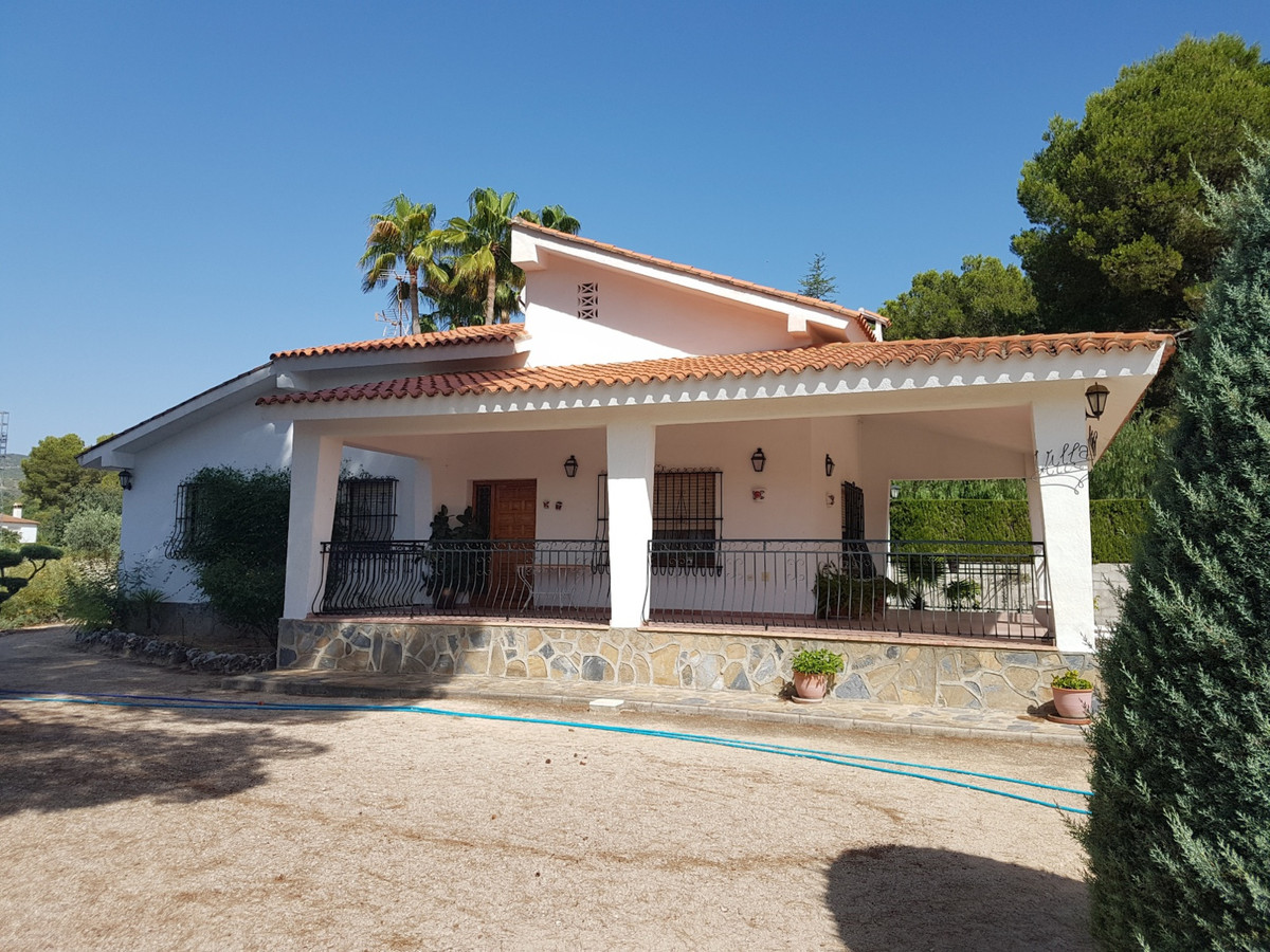 Lovely, very private country house of 148m2, on a fenced plot of 2017m2, situated in the very desira, Spain