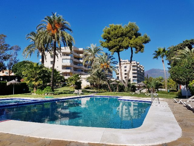 Spacious apartment, consits of 1 bedroom, living room, open kitchen. Located first line at the golf , Spain