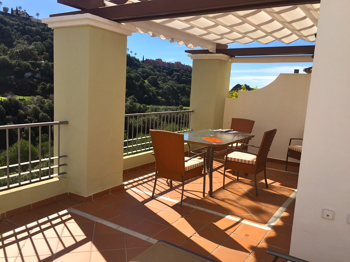 Well-priced, impeccable, 3 bedroom corner penthouse. East facing. Beautiful, sunny property boasting,Spain