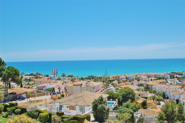 Bright apartment for sale in Riviera del Sol. Recently renovated with modern style finishings, the a, Spain