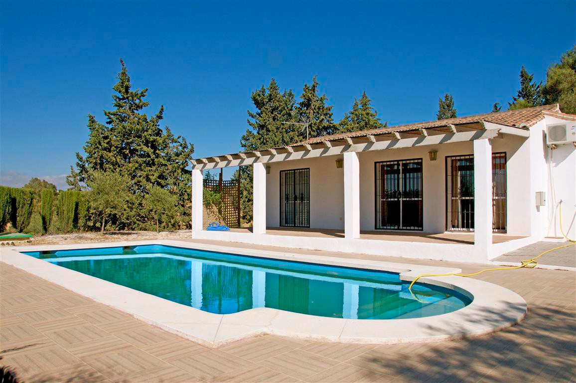Beautiful single storey country property with fully fitted American style kitchen, living and dining,Spain