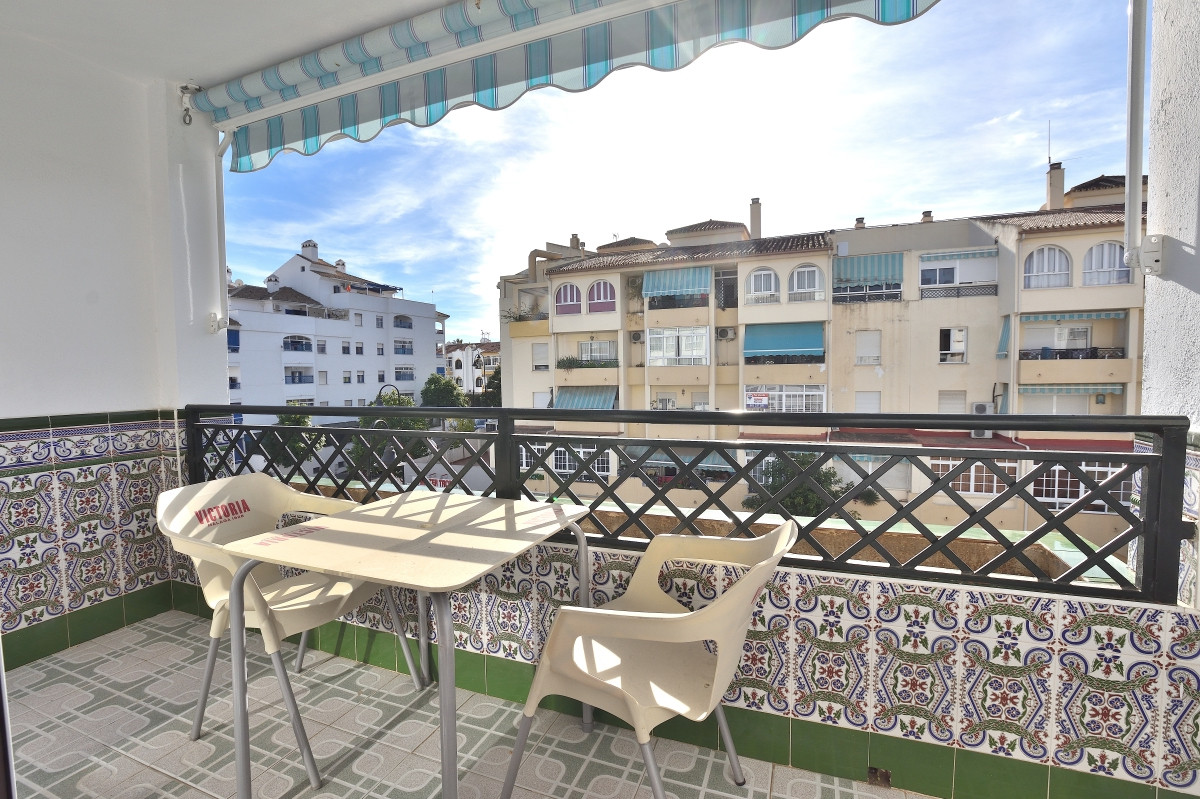Spacious apartment located in Las Lagunas, close to shopping malls and Fuengirola. The apartment is ,Spain
