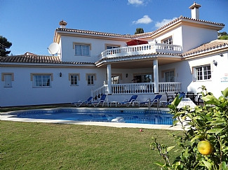 Luxury 4 bedroom, fully air conditioned Villa located on a private estate very close to the beach, w, Spain