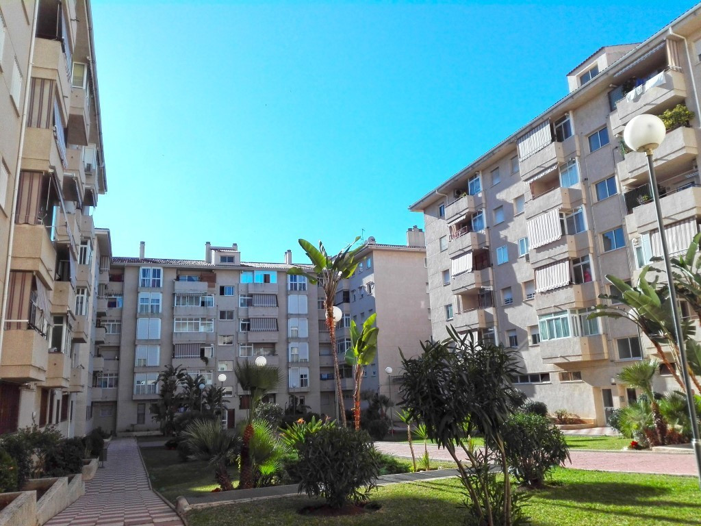A nice 3 bedrooms apartment located in a residential complex, only 5 minutes walking  to the center , Spain