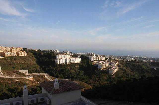 Lovely townhouse on two floors located in Calahonda with beautiful views to the sea.  The property c, Spain