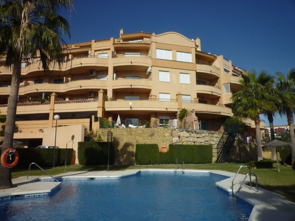 Lovely apartment in a wonderful Urbanisation in Riviera del Sol. This south-facing property enjoys m, Spain