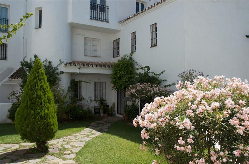 This is a large  corner terrace townhouse on 3 floors with a large solarium on the top floor. 5 Bedr,Spain