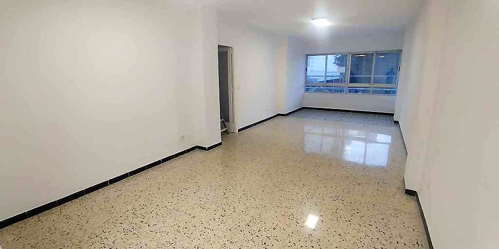 Nice renovated apartment in Jaume Balmes street of about 125m2 that are distributed as follows: larg,Spain