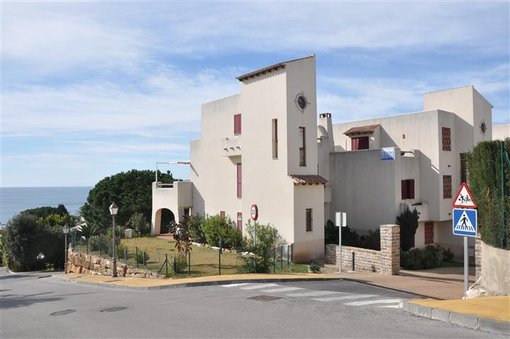 Magnificent first floor apartment ready for occupation, South facing with amazing views to the sea, ,Spain