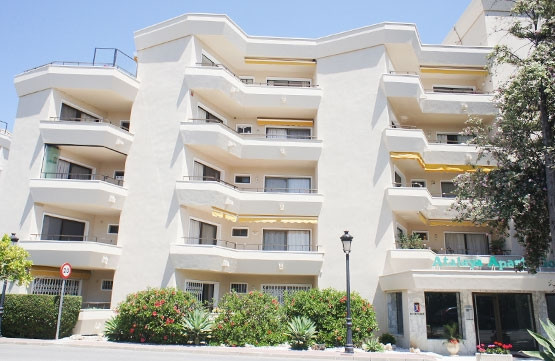 BANK REPOSSESSION, OFFERS WELCOME!! Apartment distributed in two bedrooms with wardrobes, bathroom, ,Spain