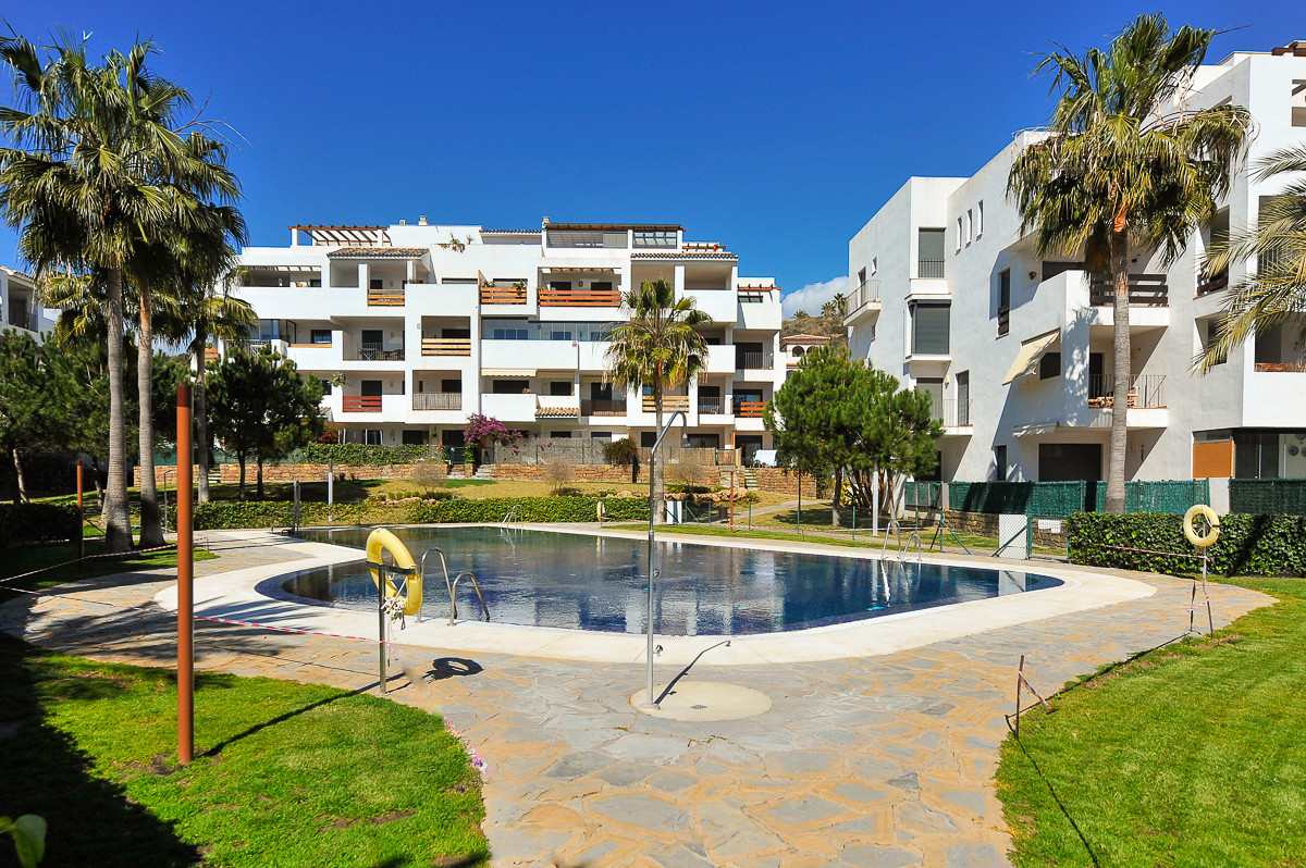Located within walking distance of the beach and local amenities, this nice and well-presented groun,Spain