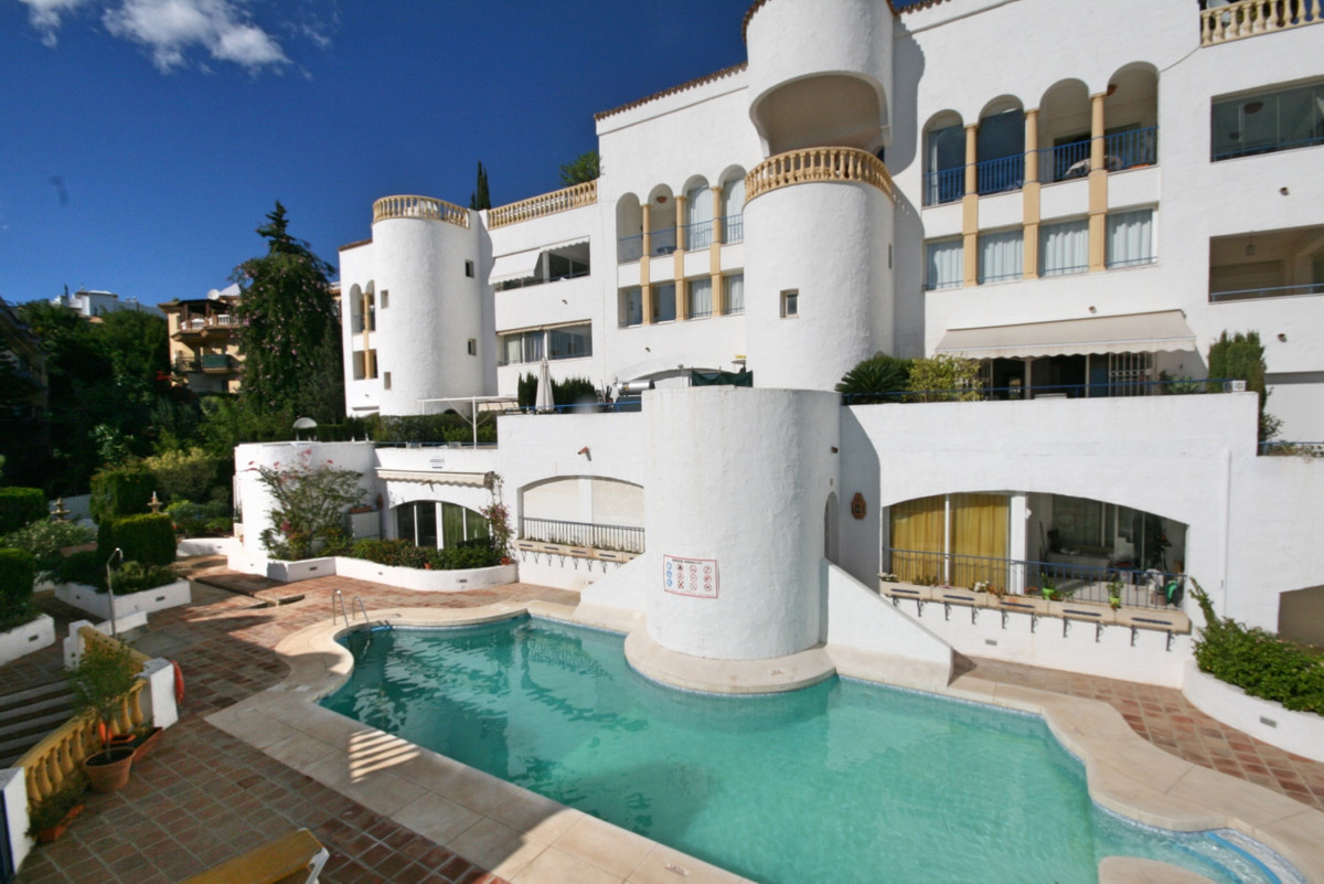 A spacious one bedroom apartment, the square meter size of a 2 bed property.  With a front terrace w,Spain
